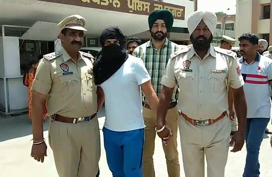 अक्षयला अटक करण्यासाठी हरियाणा पोलीस मागील अनेक दिवसांपासून प्रयत्नशील होते. अखेर अक्षयला अटक करण्यात आली आहे.