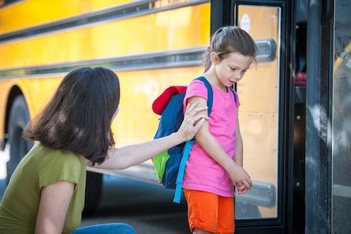 पहिल्यांदा शाळेत जाणाऱ्या मुलांना शिकवा 'या' 6 गोष्टी