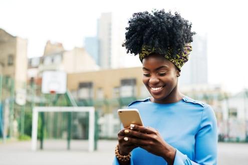 आता सोशल मीडियाच्या वापराने वाढू शकतो तरुणांचा कॉन्फिडन्स Social Media | Social Media Use | Social Media Benefits | Social Media Side- Effects