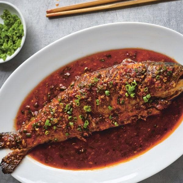 मासे खाल्ल्यामुळे फक्त कर्करोगच नाही तर इतर अनेक आजारही कमी होतात. मासे हा पौष्टिक आहार आहे. माशांमध्ये अनेकन्यूट्रिशन असतात. याचमुळे सर्वोत्कृष्ट आहारामध्ये माशांचा समावेश आवर्जुन केला जातो. माशांमध्ये प्रोटीन आणि ओमेगा 3 फॅटी अॅसिड असतं, ज्यामुळे शरीर सुदृढ राहण्यास मदत होते.