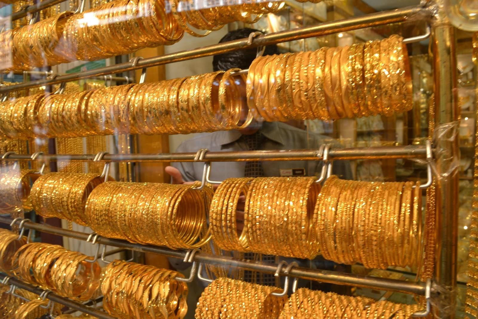 दिल्लीत 99.9 टक्के शुद्ध सोन्याची किंमत 280 रुपयांनी वाढून ती 35,950 रुपये झालीय. तर 99.5 टक्के शुद्ध सोन्याची किंमत 35,780  रुपये झालीय.