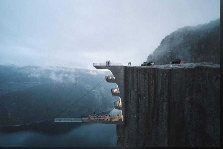 नॉर्वेमधल्या या हॉटेलमधला स्विमिंग पूल काचेचा असेल आणि तो हवेत लटकता असणार आहे. या हॉटेलचं डिझाईन टर्कीच्या एका आर्किटेक्टने केलं आहे.