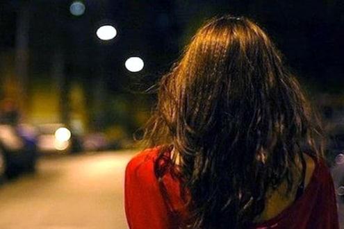 बॉयफ्रेंडसोबत फिरताना घरी येण्यास झाला उशिर, आईला दिलं सामूहिक बलात्कार झाल्याचं कारण!