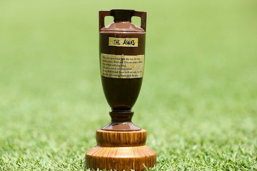 इंग्लंड आणि ऑस्ट्रेलिया यांच्यासाठी ही मालिका युद्धापेक्षा कमी नाही. दर दोन वर्षांनी होणाऱ्या या स्पर्धेत 5 कसोटी खेळल्या जातात. अॅशेस जिंकल्यानंतर देण्यात येणारी ट्रॉफी फक्त 6 इंचांची आहे. या ट्रॉफीचा इतिहाससुद्धा तितकाच रंजक आहे.