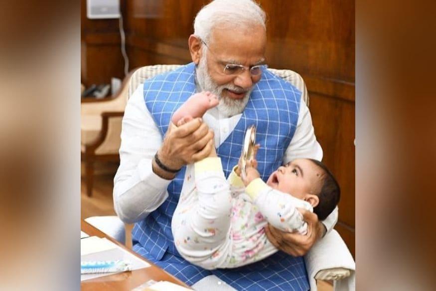 पंतप्रधान नरेंद्र मोदी यांचा या चिमुरड्यासोबतचा फोटो सध्या व्हायरल होतो आहे.