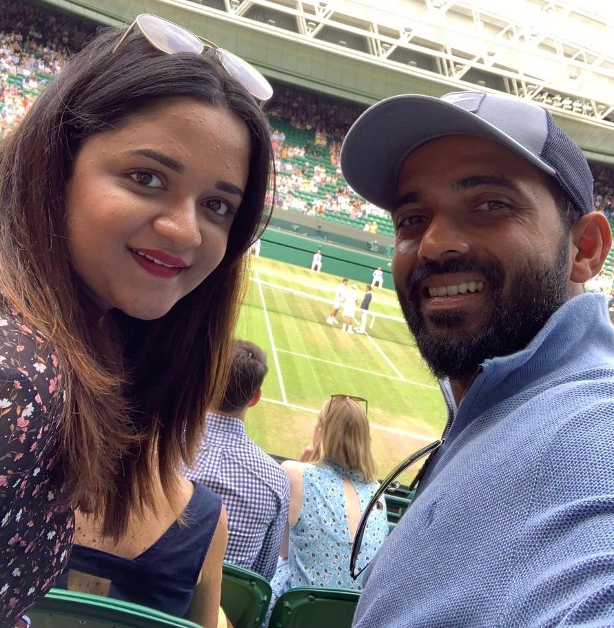 दरम्यान या काळात रहाणे इंग्लंडमध्ये क्वाऊंटी क्रिकेट खेळत होता. मात्र आता त्याचे टेनिस कोर्टवरचे फोटो व्हायरल झाले आहेत.