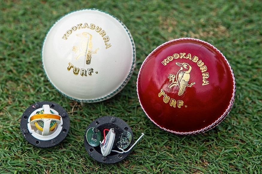 क्रिकेटच्या मैदानावर अशा स्मार्ट बॉलमुळं पंचांना रिव्ह्यू सिस्टिममध्ये मदत होईल. बिग बॅश लीगमध्ये याचा वापर केल्यानंतर याचा आंतरराष्ट्रीय क्रिकेटमध्ये वापर करण्यात य़ेणार आहे.