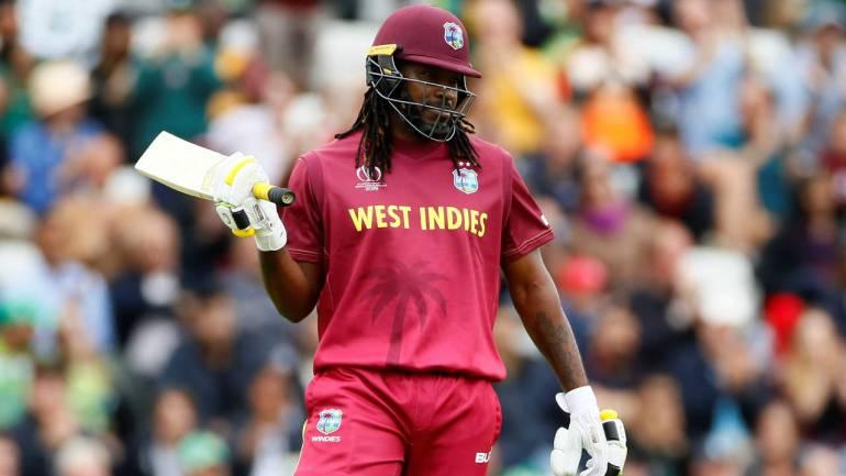 टी-20 आंतरराष्ट्रीय क्रिकेटमध्ये शतक लगावणार पहिला खेळाडू आहे. तसेच, टी-20 वर्ल्ड कपमध्ये दोन शतक लगावणारा ख्रिस गेल एकमेव खेळाडू आहे.