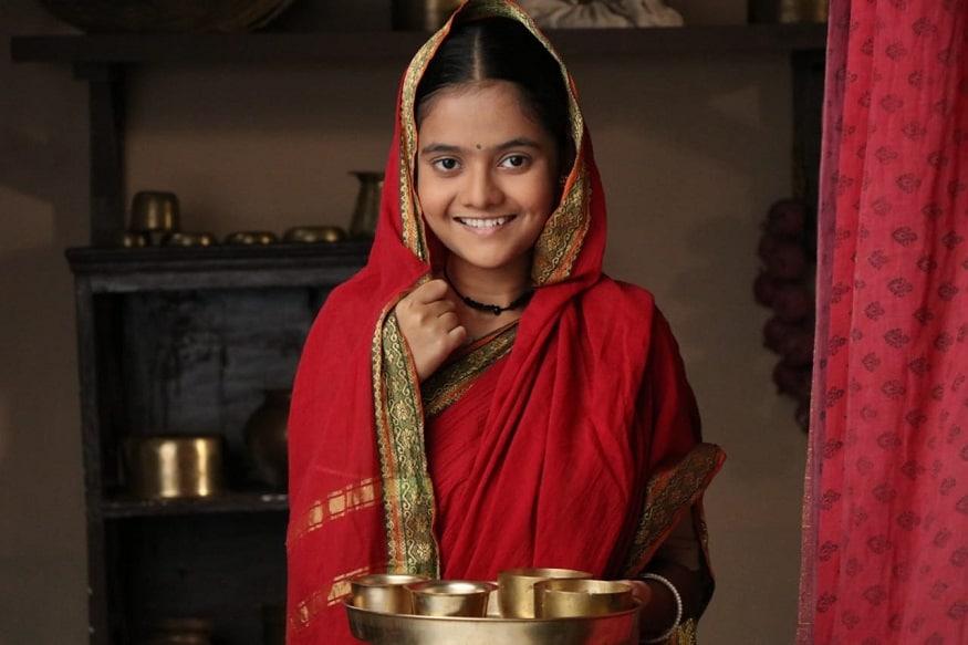 त्याकाळी लग्नाआधी वधुवराची गाठभेट होत नसे. रमाबाईंनीही भीमरावांना पाहिलं नव्हतं. त्याच्या मनात अपार उत्सुकता होती.