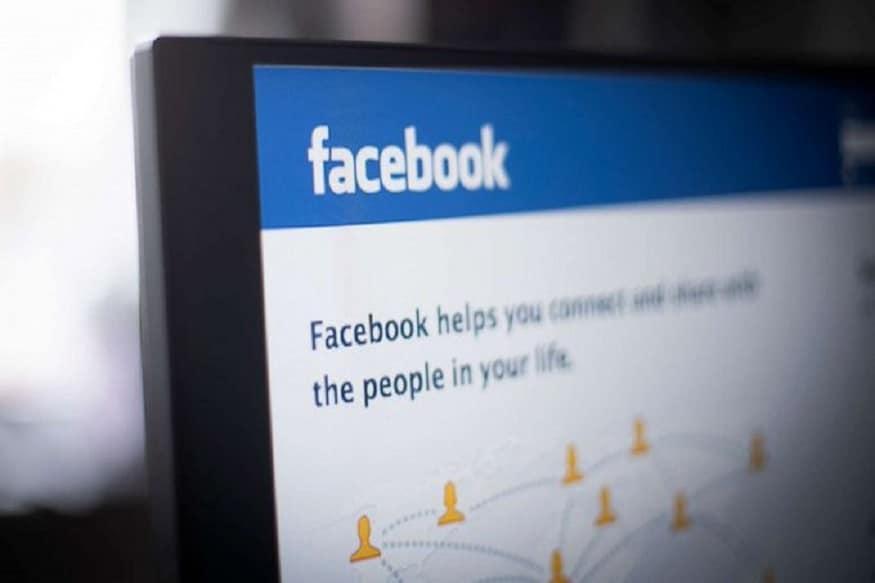 मोफत सेवा पुरवत असतानाही फेसबुकला जाहिरातीच्या माध्यमातून प्रचंड कमाई होते. युजर्सना मित्र आणि फॅमिलीसोबत जोडण्याचा पर्याय देताना त्यांचा डेटा गोळा करून इतर कंपन्यांशी शेअर केला जातो. त्या कंपन्या टार्गेट युजर्सना जाहिराती दाखवून व्यवसाय करते. याबदल्यात कंपन्या फेसबुकला मोठ्या प्रमाणावर पैसे देते.