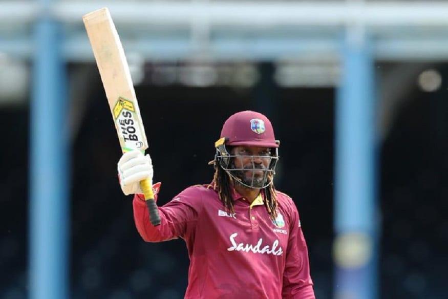 ख्रिस गेल पहिला खेळाडू आहे, ज्यानं क्रिकेटच्या तिन्ही फॉरमॅटमध्ये शतक लगावले आहे. गेलनं टी-20, एकदिवसीय आणि कसोटी क्रिकेटमध्ये ही शतकी खेळी करण्याची कामगिरी केली आहे.