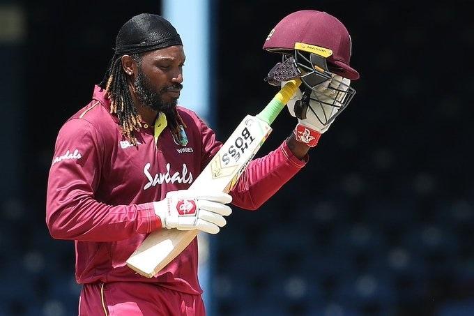 जगातील सर्वात खतरनाक फलंदाज, युनिवर्सल बॉस ख्रिस गेलनं आज भारतविरुद्ध झालेल्या सामन्यात आंतरराष्ट्रीय क्रिकेटमधून निवृत्ती घेतली. आपल्या करिअरच्या शेवटच्या खेळीत गेलनं 41 चेंडूत 72 धावांची खेळी केली.