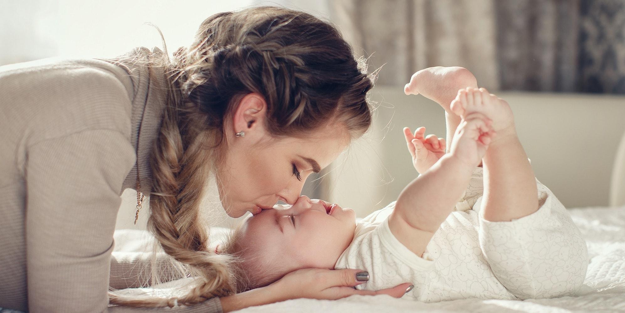 यामुळे बाळाची रोगप्रतिकारकशक्ती वाढते. स्तनपानामुळे बाळाची शारीरिक आणि मानसिक विकास होण्यास मदत होते. ज्या बाळांना आईचं दूध मिळत नाही त्यांना संक्रमणाचा धोका सर्वाधिक असतो.