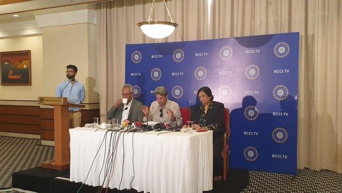 कपिल देव यांनी शुक्रवारी झालेल्या पत्रकार परिषदेत रवी शास्त्री हे 2021 टी-20 वर्ल्ड कपपर्यंत भारतीय संघाचे प्रशिक्षक असतील अशी घोषणा केली.