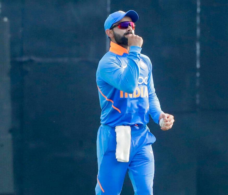 भारतीय संघाचा कर्णधार विराट कोहलीनं वेस्ट इंडिज विरोधात आपले 42वे शतक केले. 10 चौकार आणि एका षटकाराच्या जारोवर विराटनं 112 चेंडूत शतक पूर्ण केले.