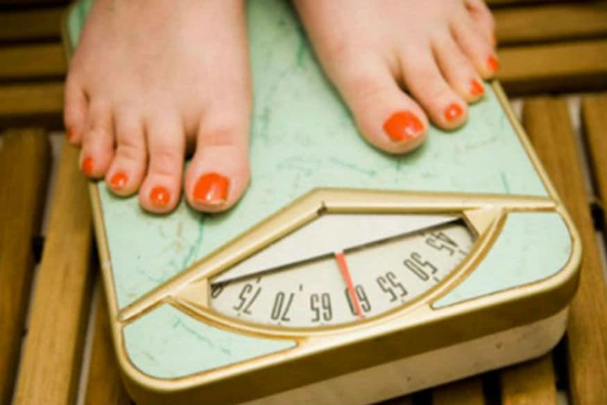 अचानक वजन कमी होणं- अनपेक्षितरित्या अचानक वजन कमी झाल्यास आनंदी होण्यापेक्षा त्यावर विचार करणं गरजेचं आहे. याची अनेक कारणं असू शकतात. पॅनक्रियाटिक, लंग्ज किंवा स्टमक कॅन्सरची शक्यता असू शकते.