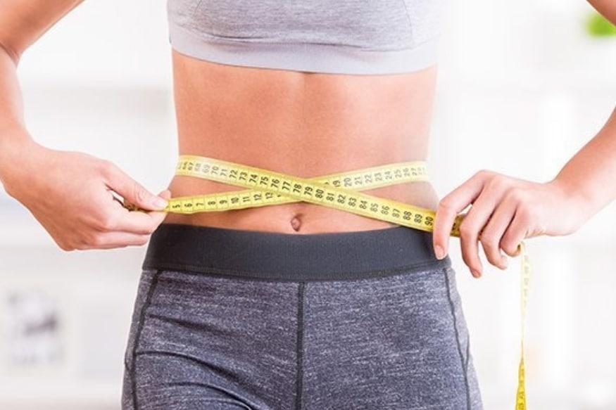 एका संशोधनात सिद्ध झालं आहे की, दररोज ब्लॅक कॉफीमध्ये खोबऱ्याचं तेल घालून प्यायलं तर वजन कमी होतं आणि चांगल्या कोलेस्ट्रॉलचं प्रमाण वाढतं. याशिवाय पचनक्रियेतही सुधार होतो. ज्यामुळे वजन लवकर कमी होतं.