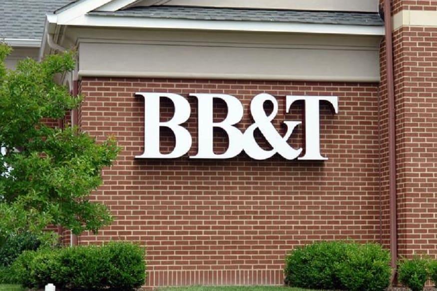 बँकेची चूक लक्षात येईपर्यंत दोघांनीही पैसे खर्च केले होते. शेवटी त्यांच्याविरोधात न्यायालयात हे प्रकरणं गेलं. कोर्टाने दोघांनी पैसे बँकेला परत करण्यास सांगितलं आहे.
