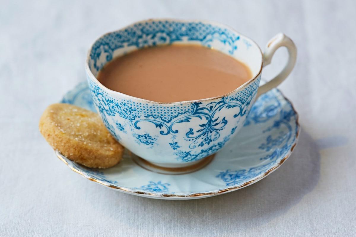 चहा जास्त उकळून प्यायल्यानेही चहातील निकोटिनामाइडचं प्रमाण वाढतं, जे तुमच्या आरोग्यासाठी चांगलं नाही.