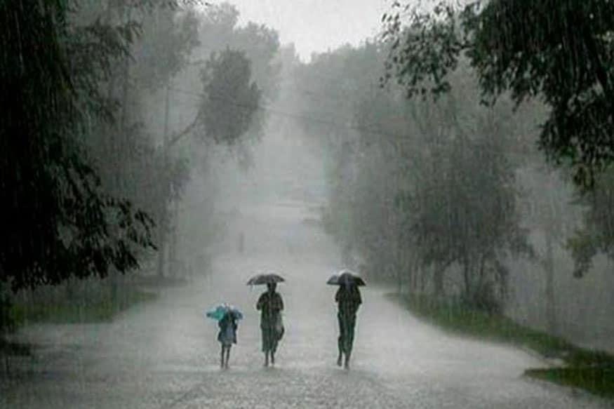 महाराष्ट्रात 'या' जिल्ह्यांमध्ये अवकाळी पावसानं कहर, गारवा वाढल्यामुळे कोरोनाची भीती वाढली