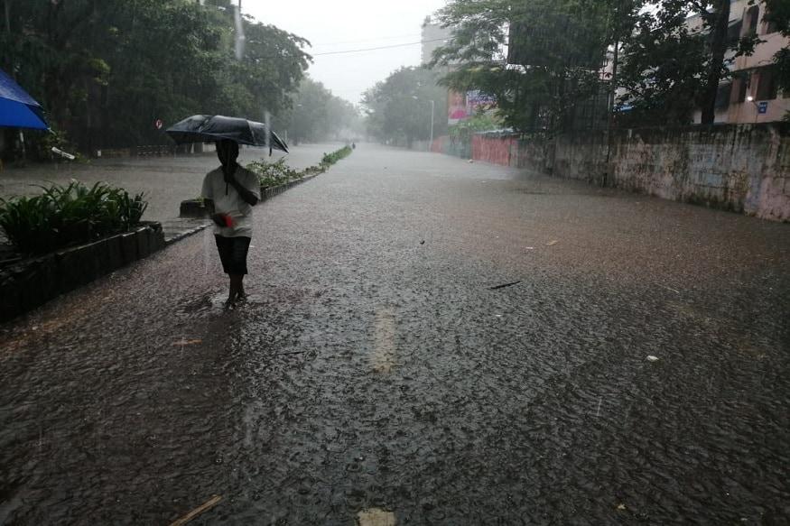 मुंबई तसंच महाराष्ट्राच्या काही भागात पुढील दोन दिवस जोरदार पाऊस अपेक्षित आहे, अशी माहिती कुलाबा वेधशाळेकडून देण्यात आली आहे.