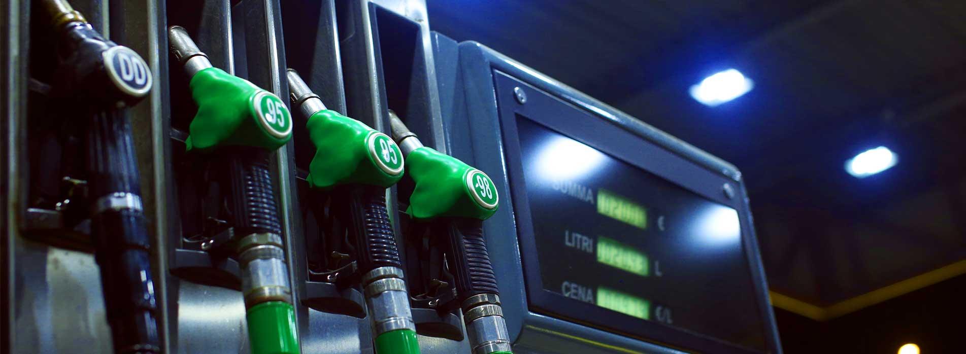 या यादीत नवव्या क्रमांकावर दक्षिण आफ्रिकेतील अंगोला या देशाचा क्रमांका लागतो. या देशात पेट्रोलची किंत 31.90 रुपये प्रति लीटर आहे. या देशात भारताच्या तुलनेत तब्बल 42.96 रुपये स्वस्त पेट्रोल आहे.