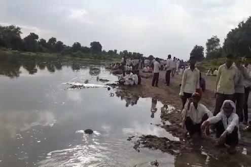 एकाला वाचवायला गेले आणि नदीच्या प्रवाहात दोन जण बुडाले