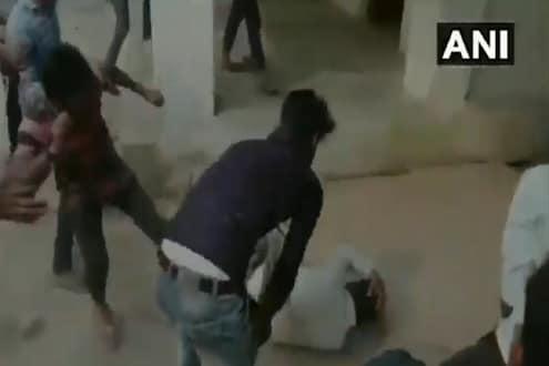 विद्यार्थ्यांची गुंडगिरी; छेड काढली म्हणून कानशिलात लगावणाऱ्या शिक्षकालाच दिला चोप