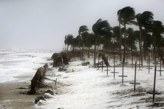 दक्षिण भारतात 'महा' या चक्रिवादळाचा धोका आता कमी झालाय. हा धोका कमी होत असतानाच हे नवीन वादळ धडकणार असून त्याला शास्त्रज्ज्ञांनी बुवबुल हे नाव दिलंय.