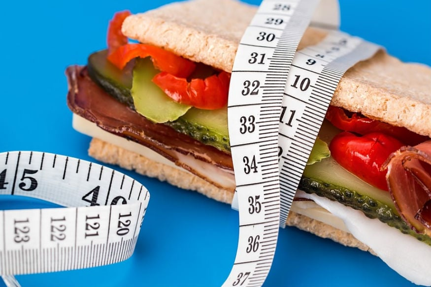 वजन कमी करण्याच्या नावाखाली अनेक औषध कंपन्या वेगवेगळ्या गोळ्या आणि सिरप्स ग्राहकांच्या माथी मारून आपला गल्ला भरत असतात.