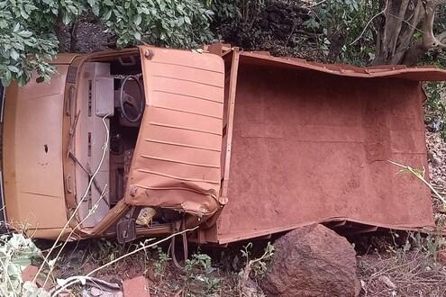 ट्रक उलटला, दगड अंगावर पडून तीन मजुरांचा जागीच मृत्यू, चार जखमी
