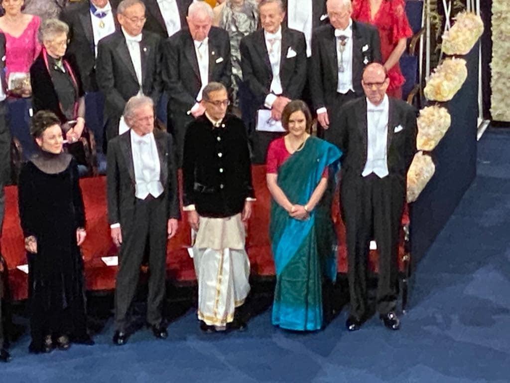 भारतीय वंशाचे प्राध्यापक अभिजीत बॅनर्जी, एस्टर डफलो आणि मायकेल क्रॅमर यांना संयुक्तपणे स्वीडनमधील अर्थशास्त्रासाठी नोबेल पुरस्कार देण्यात आला. जगातील दारिद्र्य निर्मूलनासाठी आणि प्रयोगात्मक दृष्टिकोनासाठी या तिन्ही अर्थशास्त्रज्ञांची नोबेल पुरस्कारासाठी निवड करण्यात आली होती.