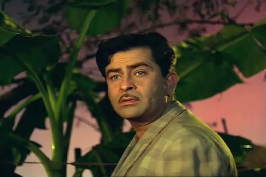 बॉलिवूडचे सर्वात मोठे शोमॅन राज कपूर यांचा जन्म 14 डिसेंबर 1924ला पेशावर (सध्याचं पाकिस्तान)मध्ये झाला होता. वडील पृथ्वीराज कपूर यांच्या पावलावर पाऊल ठेऊन अभिनय क्षेत्रात आलेल्या राज कपूर यांनी हिंदी सिनेसृष्टी एकपेक्षा एक हिट सिनेमे देत इतिहास रचला.