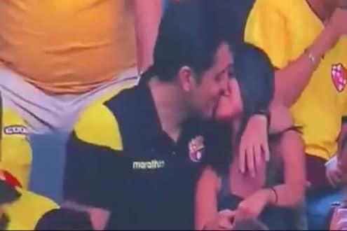 LIVE सामन्यातच कपलचा सुरू झाला रोमान्स, आधी केलं KISS आणि...