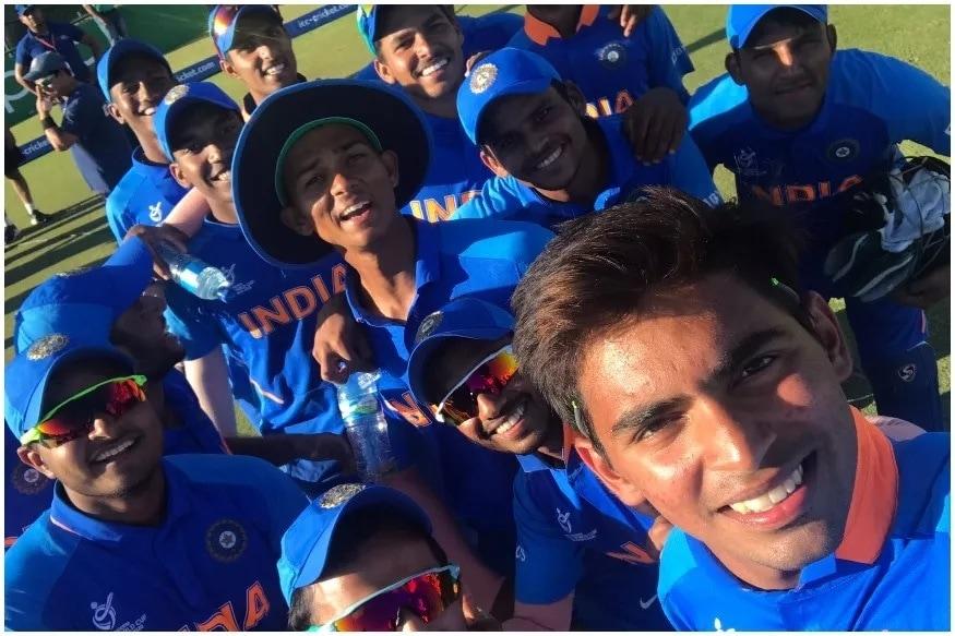भारताच्या अंडर19 टीमनं वर्ल्डकप सेमीफायनलमध्ये धडाकेबाज एन्ट्री केली आहे. मंगळवारी झालेल्या क्वार्टर फायनलमध्ये टीम इंडियानं ऑस्ट्रेलियाचा 74 धावांनी पराभव केला. प्रथम फलंदाजी करत टीम इंडियानं ऑस्ट्रेलियासमोर 299 धावांचं लक्ष्य ठेवलं. या धावांचा पाठलाग करताना ऑस्ट्रेलियाचा संघ केवळ 159 धावांतच कोसाळला. यावेळी यशस्वी जायसवालने 62 धावांची आणि अथर्व अंकोलेकरने नाबाद 55 धावांची दमदार खेळी केली. तर, कार्तिक त्यागीने 4 आणि आकाश सिंहने 3 विकेट घेत सेमीफायनलच्या तिकीटावर टीम इंडियाचं नाव कोरलं. दरम्यान, अंडर19 टीमनं ऑस्ट्रेलियाला पराभवाची धूळ चारत अनेक मोठ्या किमया साधल्या आहेत.