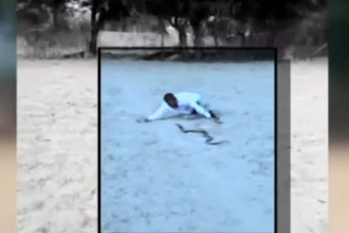 दारु पिऊन तरुणाचा कोब्रासोबत नागीण डान्स, अंगाचा थरकाप उडवणारा VIDEO