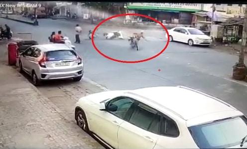 हेल्मेट असतं तर वाचला असता, नागपुरातील अपघाताचा अंगावर काटा आणणारा VIDEO