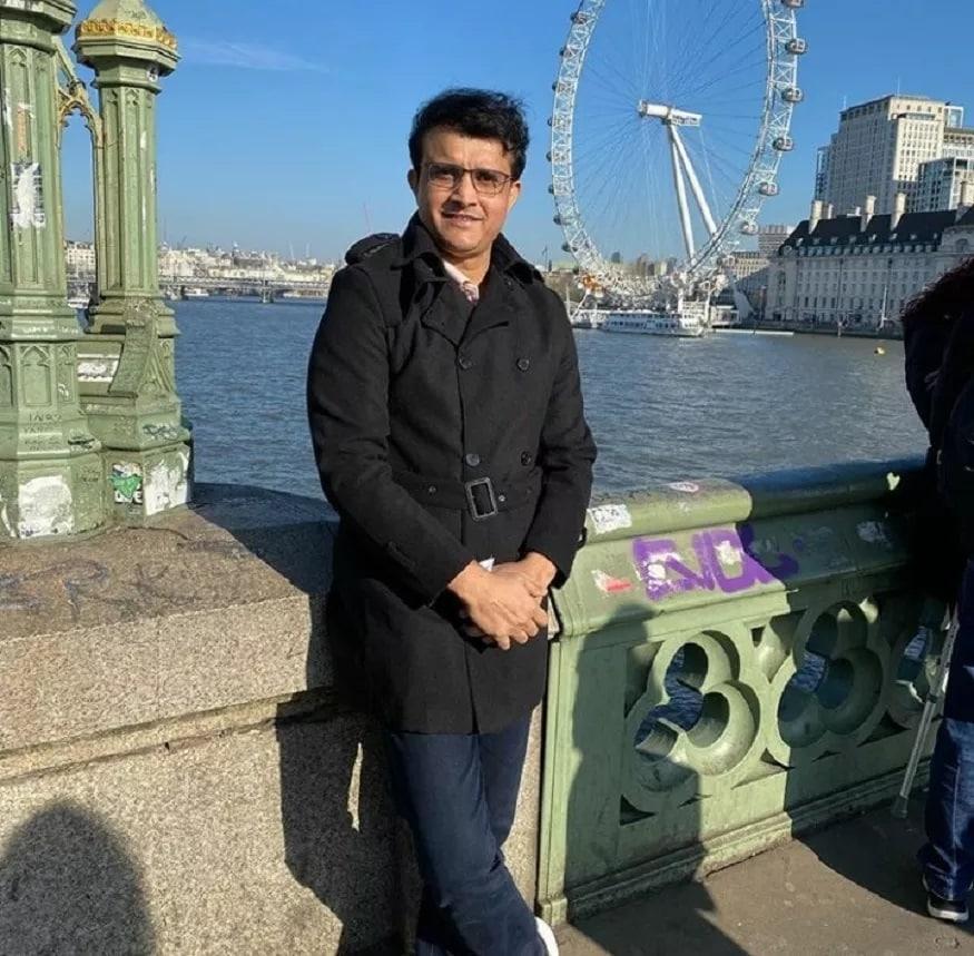 भारताचा माजी कर्णधार आणि बीसीसीआय अध्यक्ष सौरव गांगुली सध्या लंडनमध्ये आहे. त्याने लंडनमध्ये घर घेतल्याचं म्हटलं जात आहे.