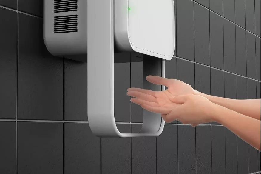 हँडड्रायरमुळे कोरोनाव्हायरसचा नाश होतो का? - कोरोनाव्हायरसचा नाश करण्यासाठी हँडड्रायर परिणामकारक नाही. कोरोनाव्हायरसपासून वाचण्यासाठी तुम्ही वारंवार साबण किंवा हँडवॉशने वारंवार हात धुवायला हवेत. हात स्वच्छ झाल्यानंतर ते नीट कोरडे करा.