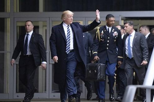 Trump 2020 : अमेरिकेच्या राष्ट्राध्यक्षांसोबत असतो 'फुटबॉल', क्षणात करू शकतात जगाचा विध्वंस