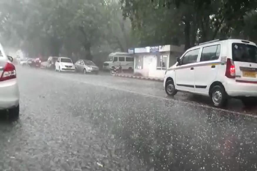 दिल्लीच्या अनेक भागाला 14 मार्चला पावसाने झोडपलं.