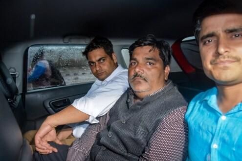 दिल्ली हिंसाचार : ताहिर हुसैनच्या कॉल डिटेल्समधून मोठा खुलासा, 12 जणांशी करीत होता बातचीत