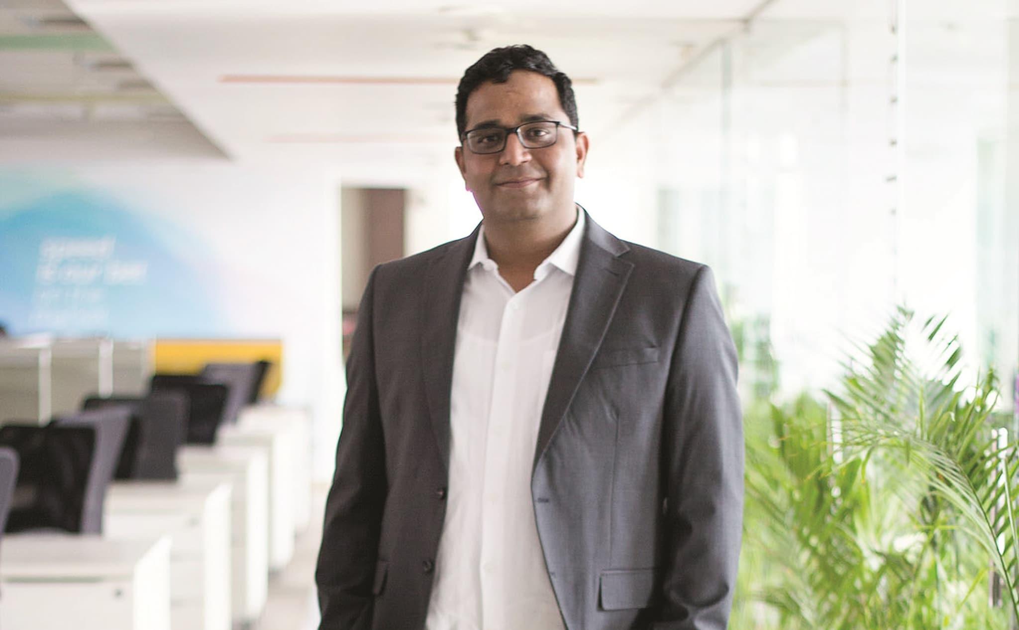 विजय शेखर शर्मा, संस्थापक, पेटीएम – शर्मा यांनी त्यांच्या कर्मचाऱ्यांना दोन महिन्याचा पगार देणार असल्याचे सांगितले आहे. कोरोना व्हायरसवर लस शोधणाऱ्या भारतीय रिसर्चर्सना 5 कोटी देण्याचेही कबूल केले आहे.