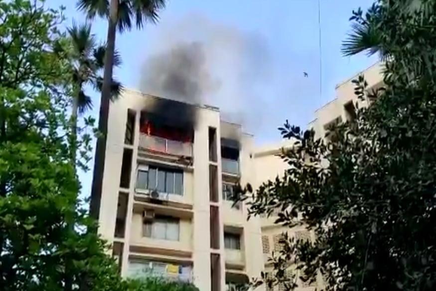 शाहरुख खानच्या बंगल्यासमोर इमारतीला भीषण आग, 22 वर्षीय तरुणीचा होरपळून मृत्यू