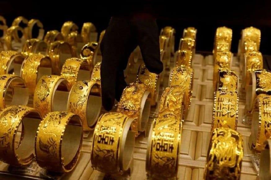 Sovereign Gold Bond ची विक्री बँक, स्टॉक होल्डिंग कॉर्पोरेशन ऑफ इंडिया लिमिटेड, निवडण्यात आलेले पोस्ट आणि एनएसई तसच बीएसईच्या माध्यमातून होते. यातील कोणत्याही ठिकाणी जाऊन तुम्ही बाँड योजनेमध्ये सामील होऊ शकता.