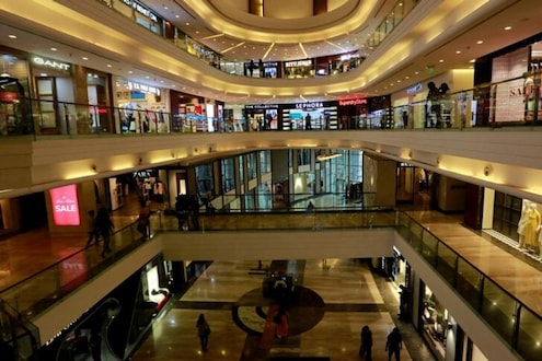 कोरोनाच्या धोक्यामुळे सरकारचा आणखी एक मोठा निर्णय; मॉल्स होणार बंद, फक्त 'ही' दुकाने राहणार सुरू