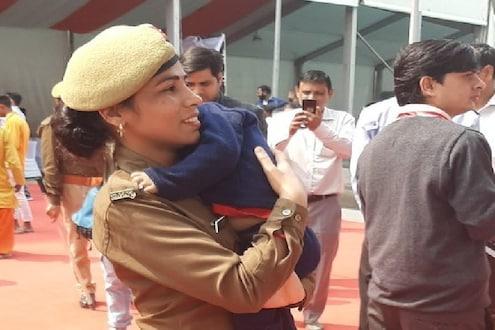 CMच्या कार्यक्रमात दीड वर्षांच्या बाळाला कडेवर घेऊन महिला कॉन्स्टेबल ड्यूटीवर