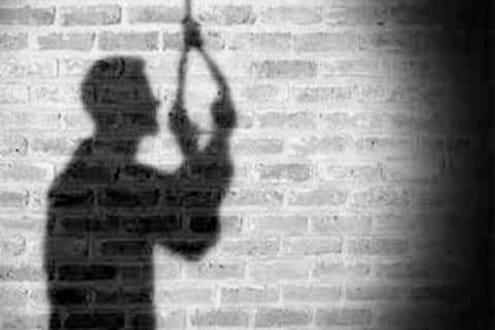पुण्यात कोरोनाच्या भीतीने आईने घरात कोंडलेल्या 11 वर्षीय मुलाचा आत्महत्येचा प्रयत्न