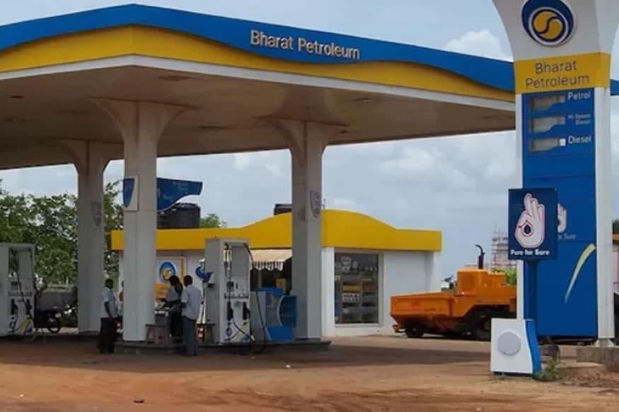 त्यामुळे पेट्रोल आणि डिझेलच्या किंमती 2 रुपयांनी कमी होण्याची शक्यता व्यक्त केली जात आहे. ( Petrol-diesel prices likely to fall by Rs 2)