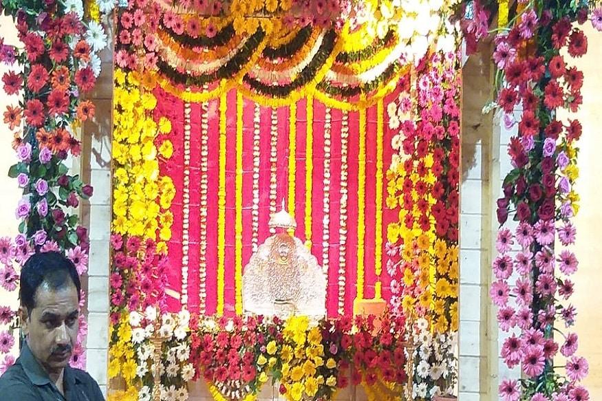 रामलल्ला हलवण्यापूर्वी हा मार्ग शुद्ध करण्यात आला आणि वैदिक जप करून रामलला जुन्या मंदिरातून नवीन तात्पुरत्या मंदिरात ठेवण्यात आलं.